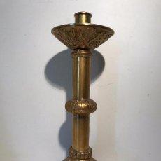 Antigüedades: CANDELABRO DE BRONCE ANTIGUO DE ALTAR.. Lote 84719816