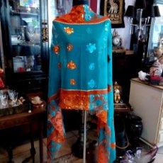 Antigüedades: ELEGANTE CHAL - ECHARPE DE CHIFFON CON BORDADOS A MANO - 2,31 METROS.. Lote 84740328