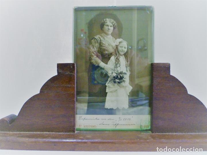 Antigüedades: PORTARETRATO EN MADERA NOBLE CON CRISTAL BISELADO DE 0,8 Y FOTO DE ÉPOCA EN ALBUMINA 1914 - Foto 2 - 84749636