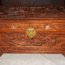 Antigüedades: BONITO ARCÓN O BAÚL ORIENTAL. TALLADO A MANO. MADERA DE ALCANFOR.. Lote 84753136