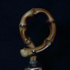Antigüedades: CAMPANA PLATEADA CON ASIDERO DE CAÑA O BAMBU RETORCIDO. Lote 84781828