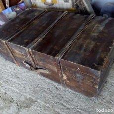 Antigüedades: GRAN ARCA ARCON BAUL MALETA MADERA DE VIAJE GRANDE AÑOS 30 - 40 ORIGEN MILITAR. Lote 84838992