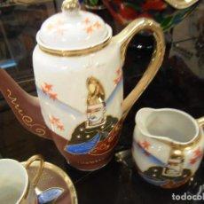 Antigüedades: JUEGO DE CAFÉ EN PORCELANA JAPONÉS, CAFETERA, LECHERA Y 10 SERVICIOS DE TACITA Y PLATO.. Lote 84856856