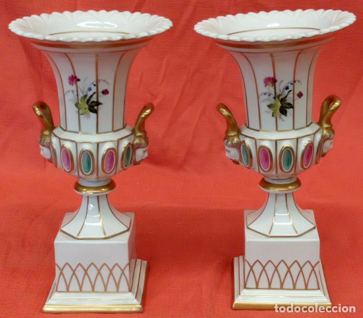 PRECIOSA PAREJA DE COPAS EN PORCELANA DE SANTA CLARA (MAH) VIGO. CIRCA 1900 (Antigüedades - Porcelanas y Cerámicas - Santa Clara)