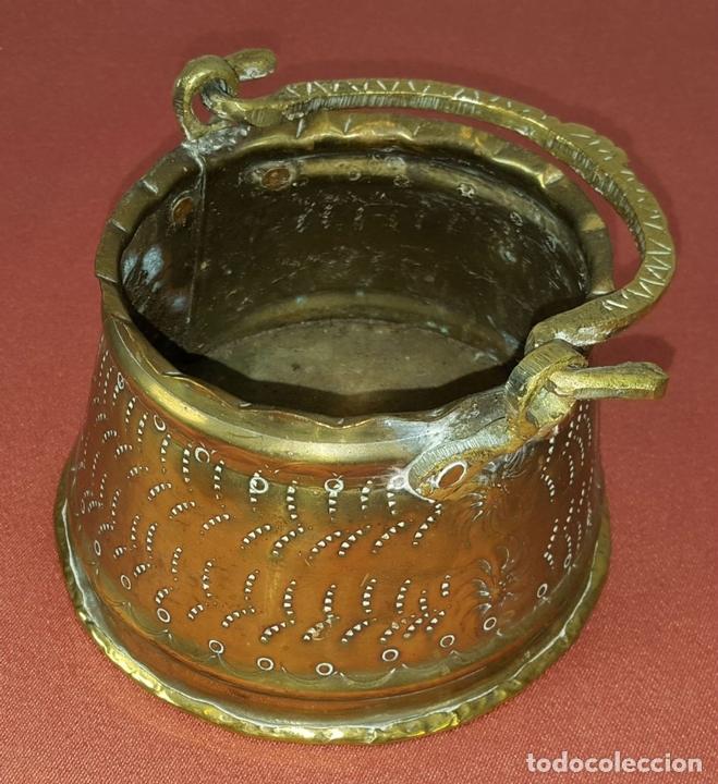 Antigüedades: JARDINERA. BRONCE DORADO. REPUJADO. ESPAÑA. SIGLO XIX-XX. - Foto 9 - 84920012