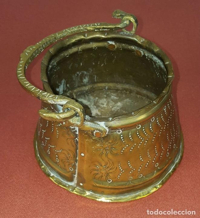 Antigüedades: JARDINERA. BRONCE DORADO. REPUJADO. ESPAÑA. SIGLO XIX-XX. - Foto 10 - 84920012