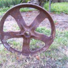 Antigüedades: RUEDA ANTIGUA DE HIERRO FUNDIDO INDUSTRIAL. Lote 57541791