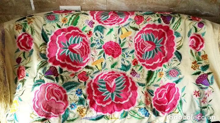 Antigüedades: Mi Manton. Manton de manila antiguo color vainilla con impresionantes peonias, cardos y campanillas - Foto 2 - 84942340