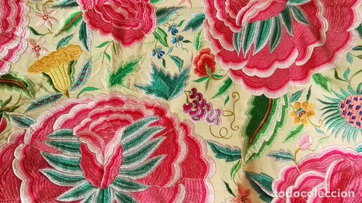 Antigüedades: Mi Manton. Manton de manila antiguo color vainilla con impresionantes peonias, cardos y campanillas - Foto 3 - 84942340