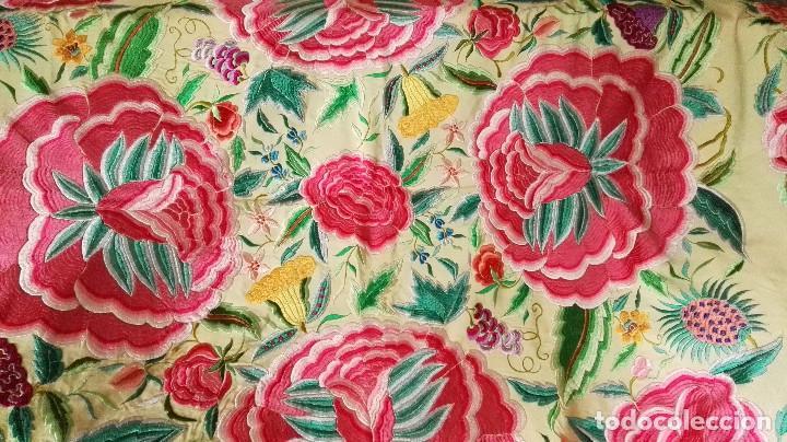Antigüedades: Mi Manton. Manton de manila antiguo color vainilla con impresionantes peonias, cardos y campanillas - Foto 4 - 84942340