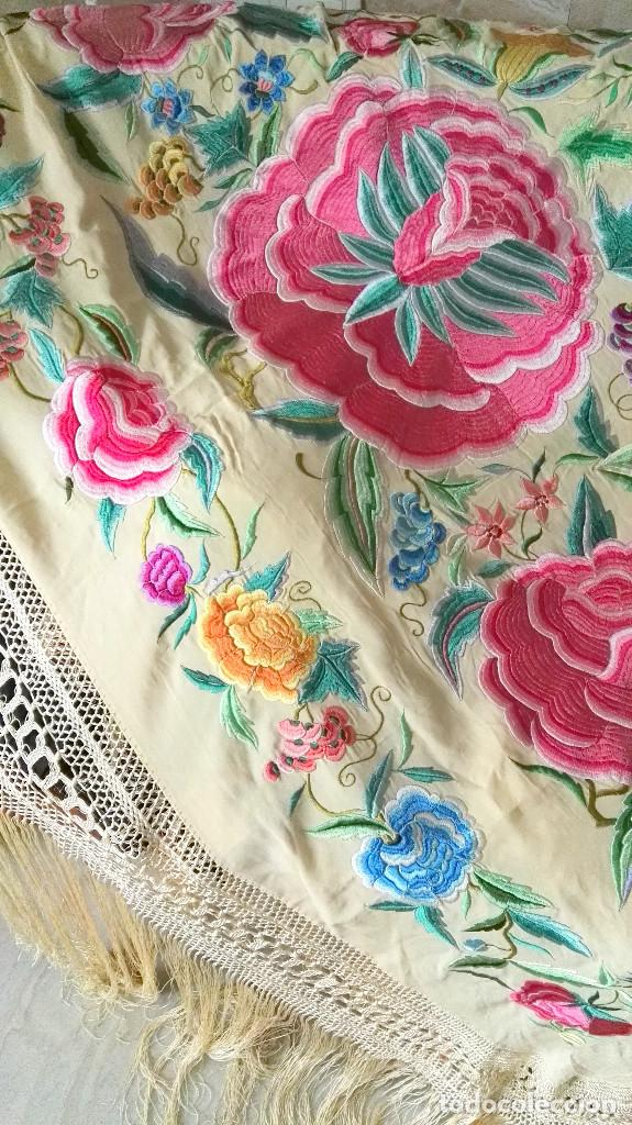 Antigüedades: Mi Manton. Manton de manila antiguo color vainilla con impresionantes peonias, cardos y campanillas - Foto 6 - 84942340