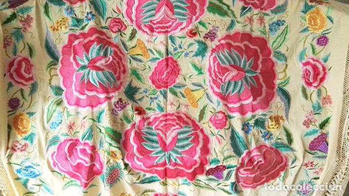Antigüedades: Mi Manton. Manton de manila antiguo color vainilla con impresionantes peonias, cardos y campanillas - Foto 7 - 84942340