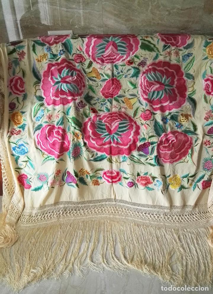Antigüedades: Mi Manton. Manton de manila antiguo color vainilla con impresionantes peonias, cardos y campanillas - Foto 8 - 84942340