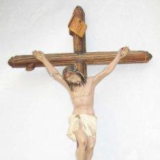 Antigüedades: CRUZ CRUCIFIJO CRISTO EN PASTA SOBRE MADERA TIPO OLOT. Lote 84947400