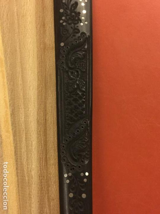 Antigüedades: Abanico ISABELINO con pais de seda - lentejuelas y bordados a mano, varillaje de ébano tallado. XIX - Foto 4 - 84971396