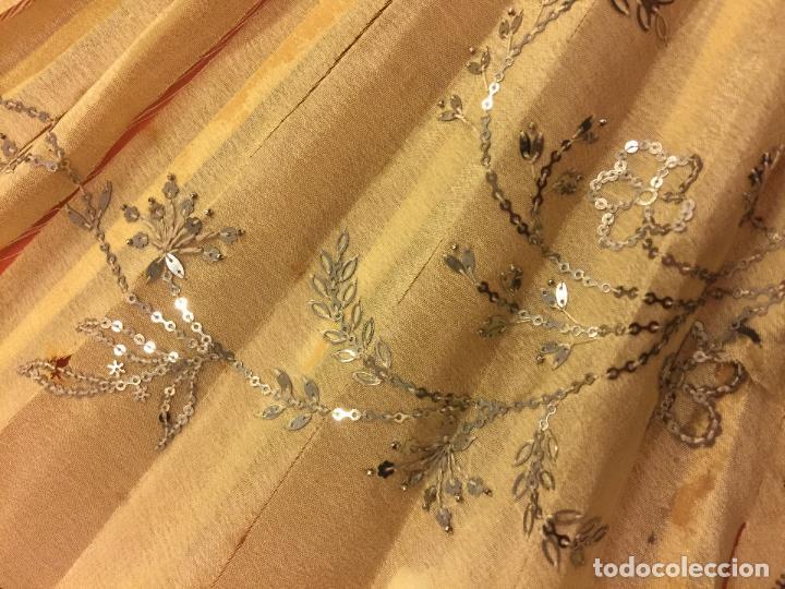 Antigüedades: Abanico ISABELINO con pais de seda - lentejuelas y bordados a mano, varillaje de ébano tallado. XIX - Foto 7 - 84971396
