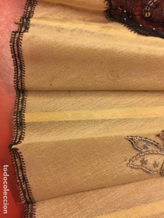 Antigüedades: Abanico ISABELINO con pais de seda - lentejuelas y bordados a mano, varillaje de ébano tallado. XIX - Foto 10 - 84971396
