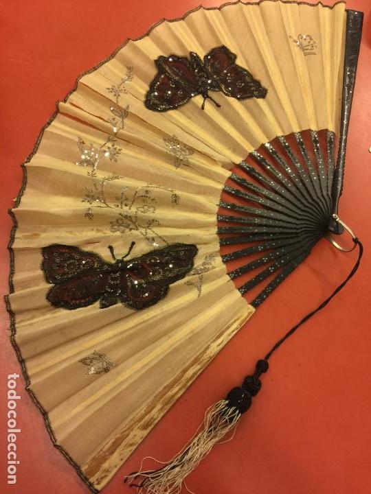 Antigüedades: Abanico ISABELINO con pais de seda - lentejuelas y bordados a mano, varillaje de ébano tallado. XIX - Foto 13 - 84971396