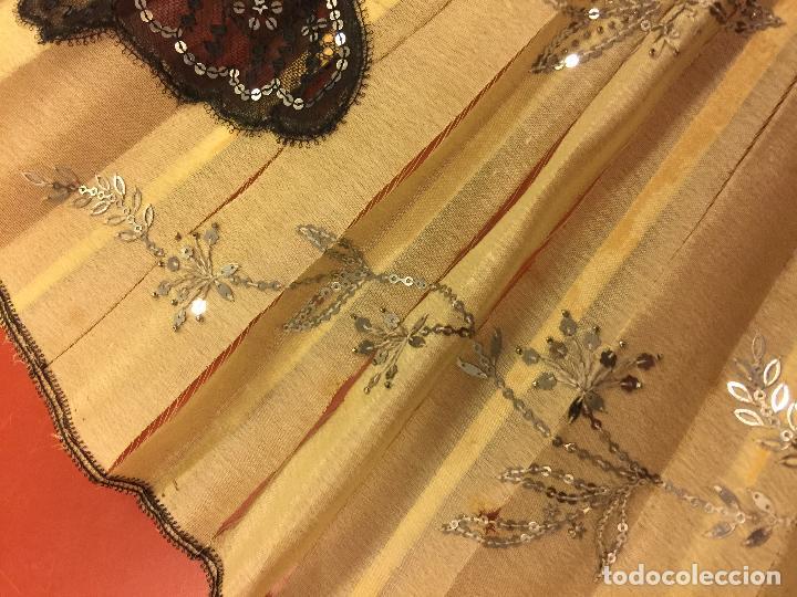 Antigüedades: Abanico ISABELINO con pais de seda - lentejuelas y bordados a mano, varillaje de ébano tallado. XIX - Foto 14 - 84971396