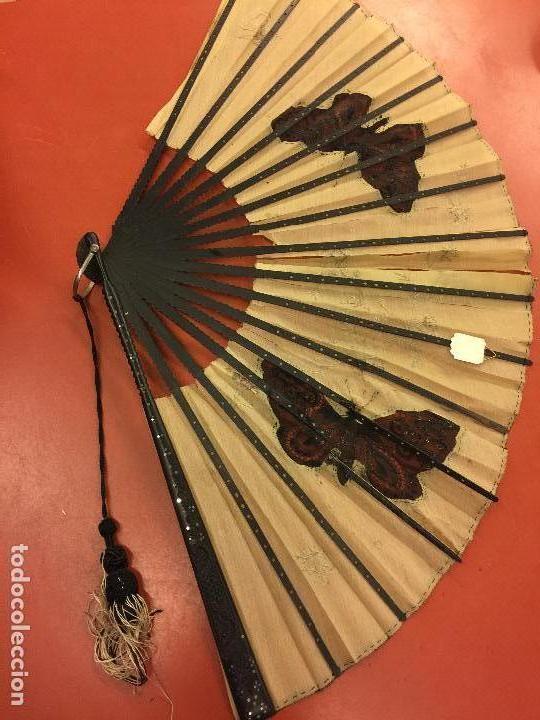 Antigüedades: Abanico ISABELINO con pais de seda - lentejuelas y bordados a mano, varillaje de ébano tallado. XIX - Foto 15 - 84971396
