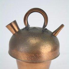 Antigüedades: ANTIGUO BOTIJO ARTESANAL DE COBRE MARTILLADO - CATALUÑA - ALTURA 24 CM. Lote 85030300