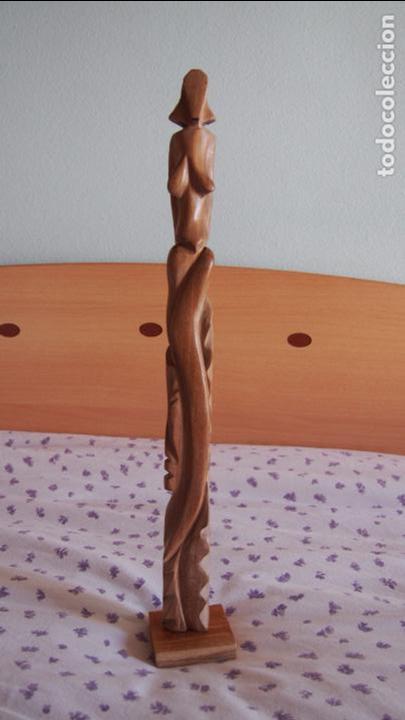 PRECIOSA FIGURA FEMENINA TALLADA DE MADERA BLANCA PROCEDENTE DE LA HABANA CUBA. MUJER. HAVANA. (Antigüedades - Hogar y Decoración - Otros)