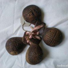 Antigüedades: ANTIGUAS CASTAÑUELAS TALLADAS. Lote 85106252