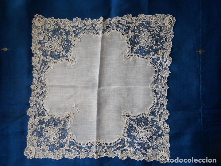 Antigüedades: Pañuelo de encaje antiguo Bruselas Punto a la aguja - Foto 2 - 156738156