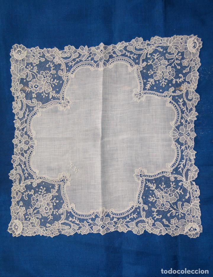 Antigüedades: Pañuelo de encaje antiguo Bruselas Punto a la aguja - Foto 5 - 156738156