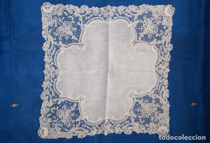 Antigüedades: Pañuelo de encaje antiguo Bruselas Punto a la aguja - Foto 6 - 156738156
