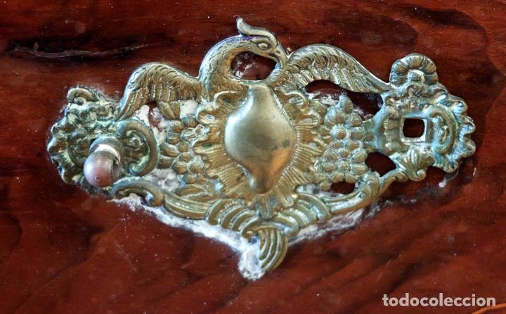 Antigüedades: SENSACIONAL COMODA CATALANA EN MADERA DE CAOBA Y MARQUETERIA DE BOJ. SIGLO XVIII - Foto 7 - 85131404