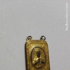 Antigüedades: MINI ESCAPULARIOS BAÑADOS EN ORO 2 UNIDADES. Lote 155178706