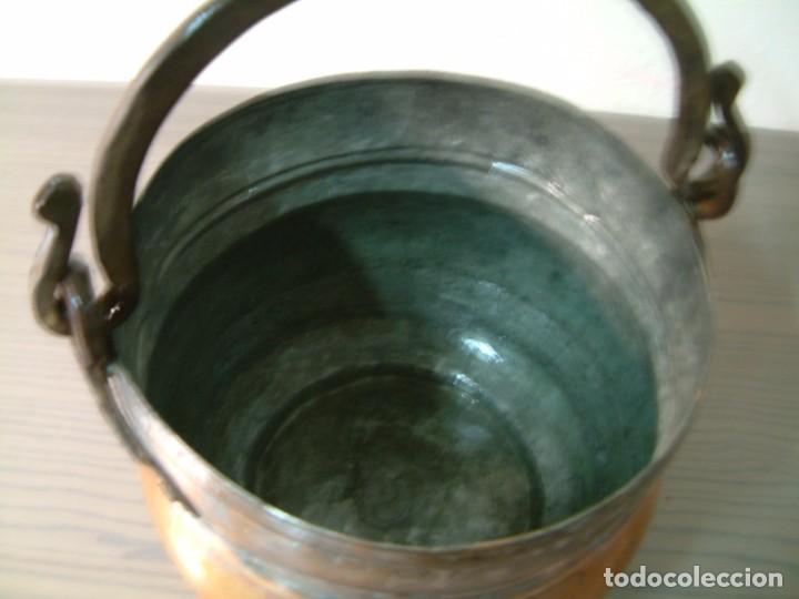 CALDERO - PEROLO DE COBRE ANTIGUO CON ASA HIERRO FORJADO (Antigüedades - Técnicas - Rústicas - Utensilios del Hogar)