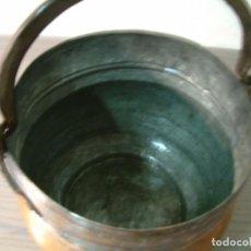 Antigüedades: CALDERO - PEROLO DE COBRE ANTIGUO CON ASA HIERRO FORJADO. Lote 85152716