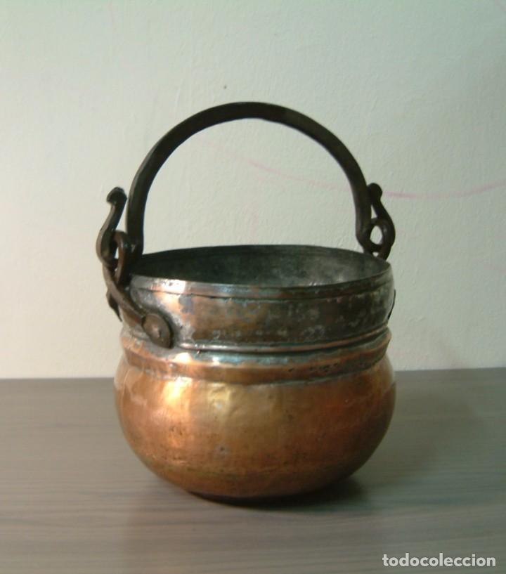 Antigüedades: Caldero - perolo de cobre antiguo con asa hierro forjado - Foto 3 - 85152716