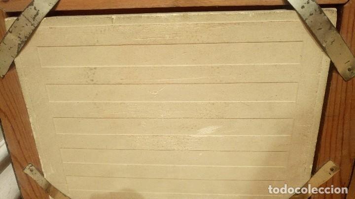 Antigüedades: ANTIGUA PINTURA. OLEO CON RELIEVE SOBRE AZULEJO. FÁBRICA VALENCIANA DESAPARECIDA CEDOLESA. FIRMADO - Foto 3 - 85155340