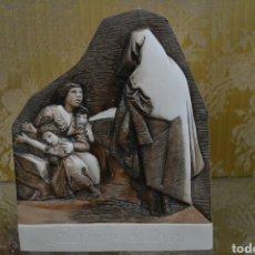 Antigüedades: PLACA CON SOBRE RELIEVE PORCELANA ALGORA. Lote 85167270