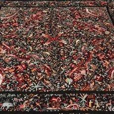 Antigüedades: MAGNIFICO MANTON DE MANILA ANTIGUO CANTONES CON FIGURAS DE CHINOS DE LOS LLAMADOS MIL CARAS CHINESCO. Lote 85176364