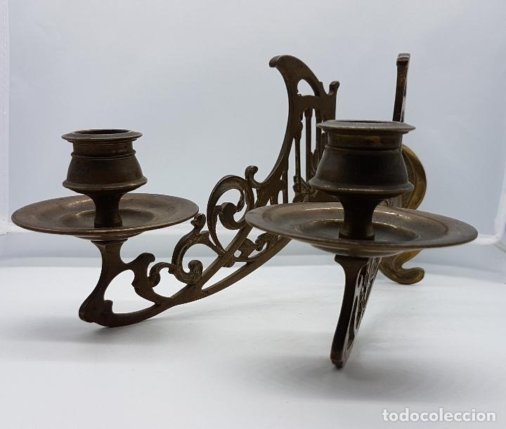 Antigüedades: Candelabro antiguo para piano en bronce macizo con bellas formas modernistas . - Foto 2 - 85204248