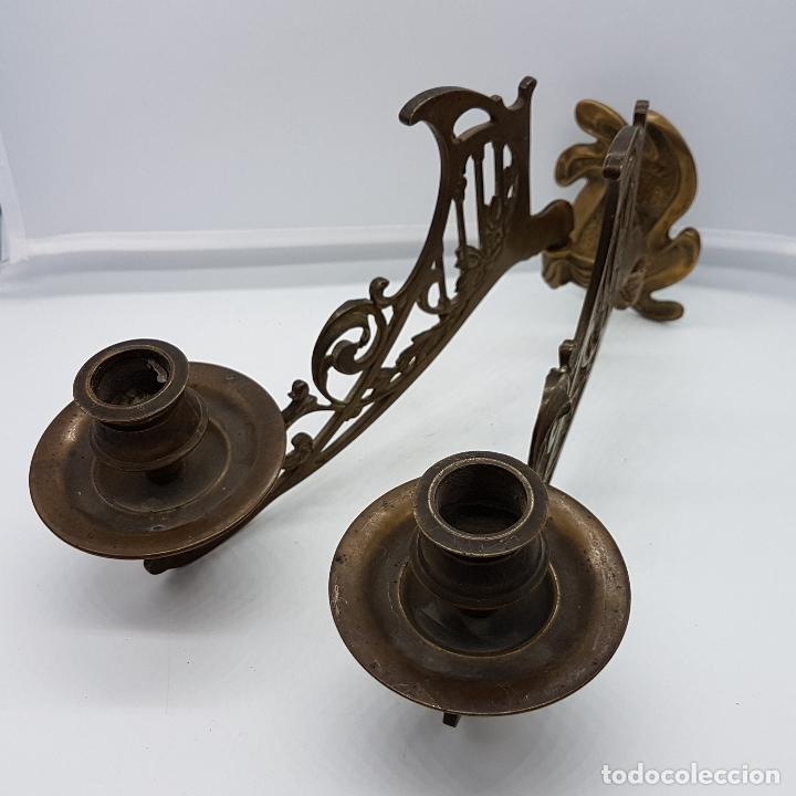Antigüedades: Candelabro antiguo para piano en bronce macizo con bellas formas modernistas . - Foto 3 - 85204248