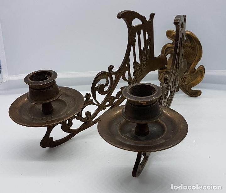 Antigüedades: Candelabro antiguo para piano en bronce macizo con bellas formas modernistas . - Foto 4 - 85204248