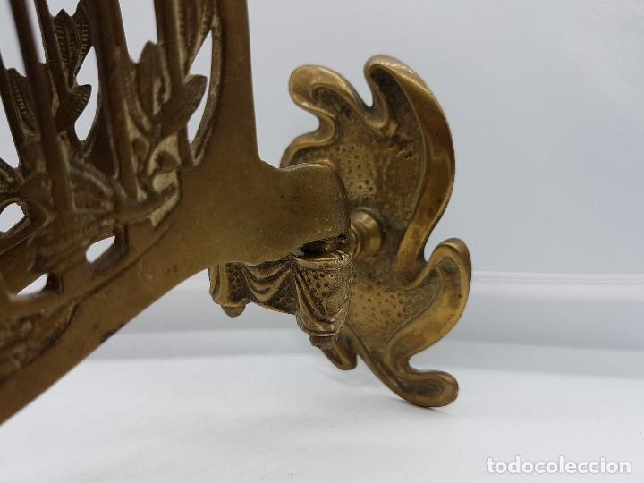 Antigüedades: Candelabro antiguo para piano en bronce macizo con bellas formas modernistas . - Foto 5 - 85204248