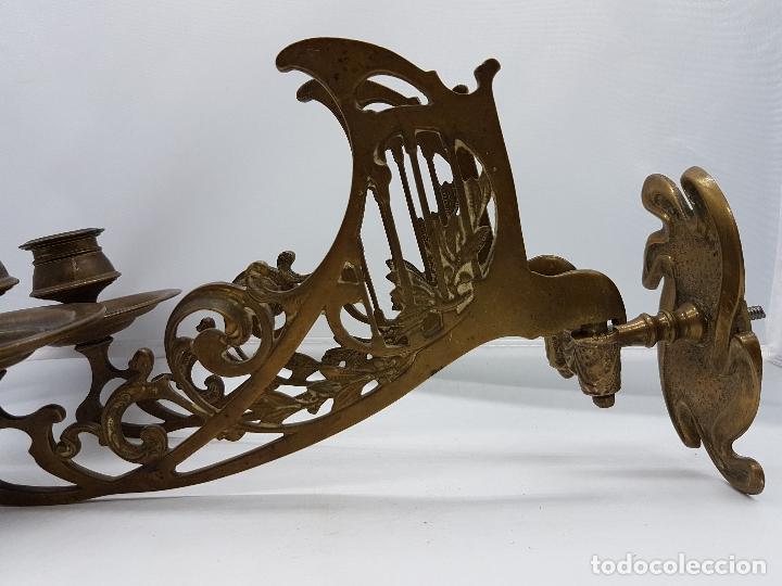 Antigüedades: Candelabro antiguo para piano en bronce macizo con bellas formas modernistas . - Foto 6 - 85204248
