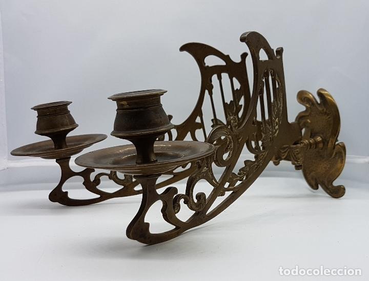 Antigüedades: Candelabro antiguo para piano en bronce macizo con bellas formas modernistas . - Foto 9 - 85204248