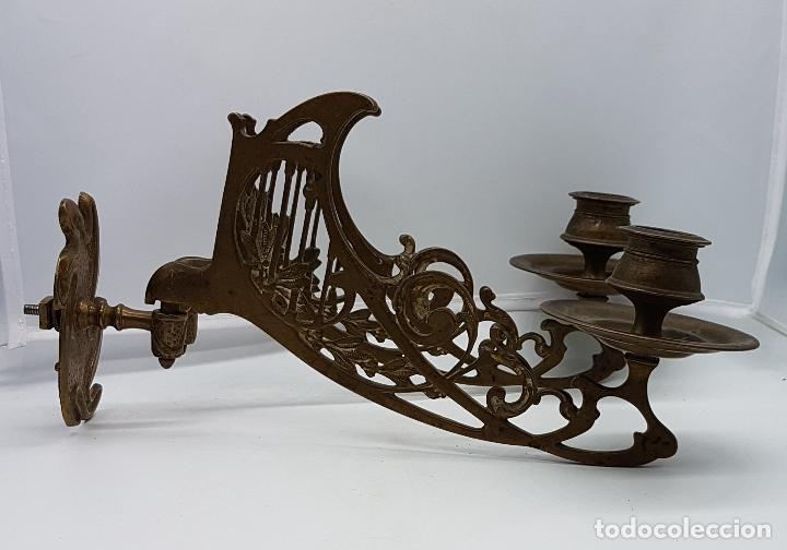 Antigüedades: Candelabro antiguo para piano en bronce macizo con bellas formas modernistas . - Foto 11 - 85204248