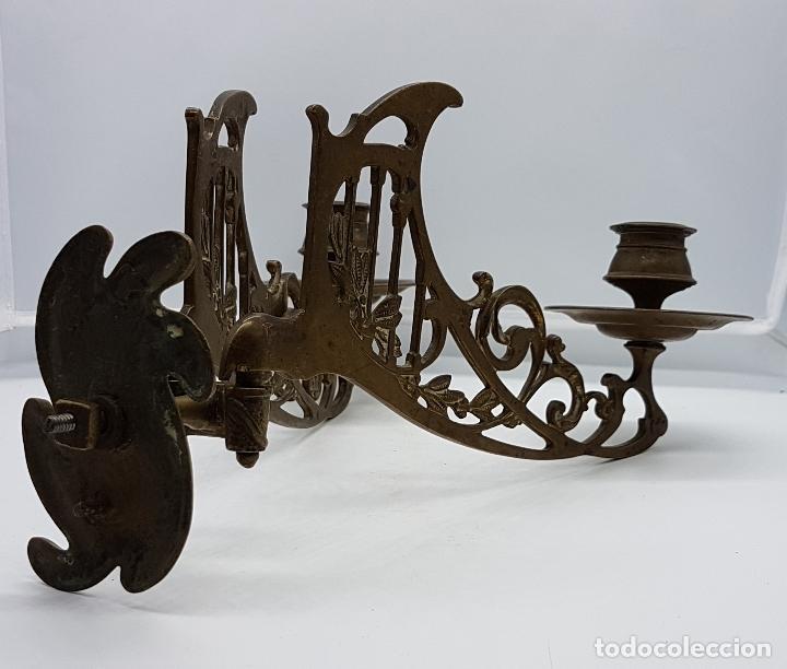 Antigüedades: Candelabro antiguo para piano en bronce macizo con bellas formas modernistas . - Foto 12 - 85204248