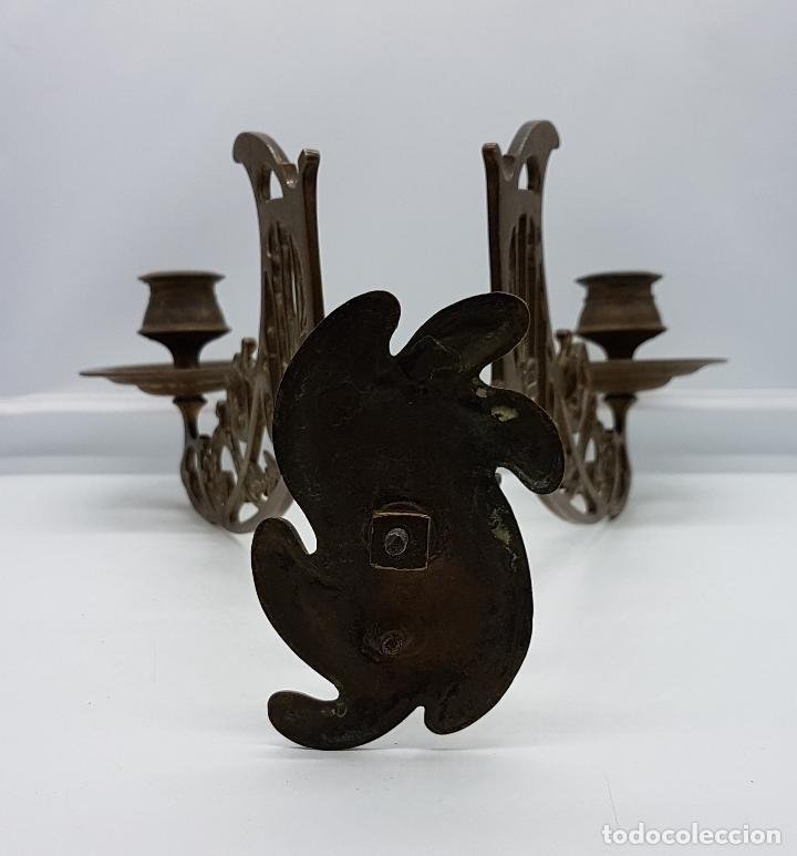 Antigüedades: Candelabro antiguo para piano en bronce macizo con bellas formas modernistas . - Foto 13 - 85204248