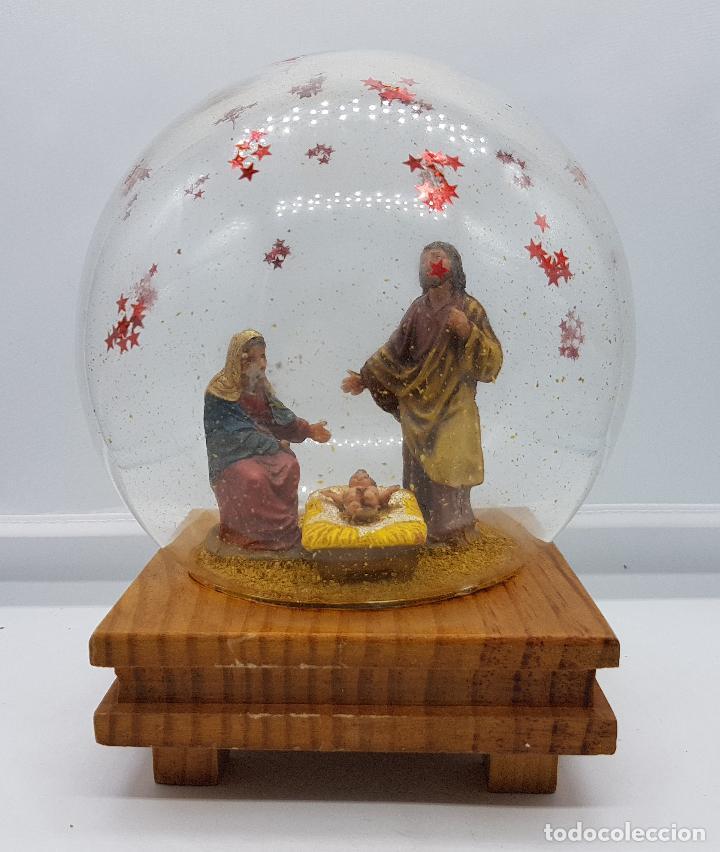 Antigüedades: Caja antigua musical con bello diorama de belén sobre peana de madera con cúpula de cristal . - Foto 2 - 85215256