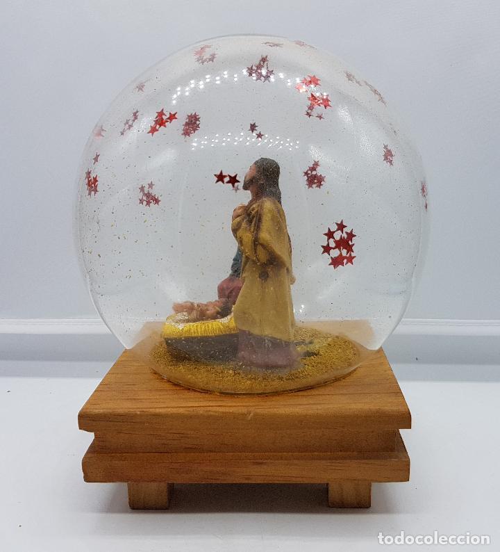 Antigüedades: Caja antigua musical con bello diorama de belén sobre peana de madera con cúpula de cristal . - Foto 3 - 85215256