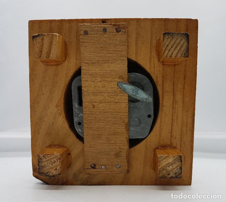 Antigüedades: Caja antigua musical con bello diorama de belén sobre peana de madera con cúpula de cristal . - Foto 6 - 85215256